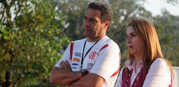 Jogadores do Flamengo reclamam atrasados; Clube se defende