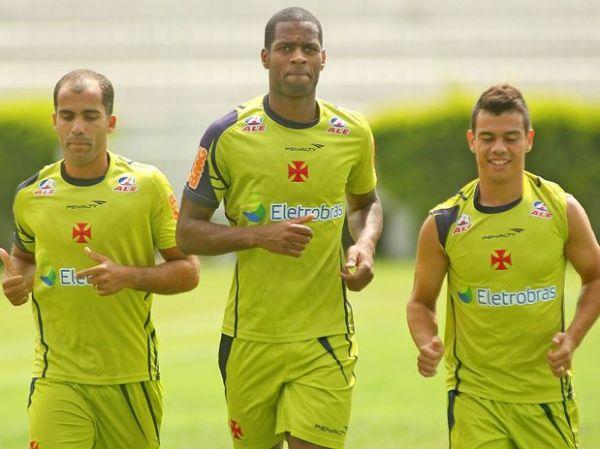 Meia Felipe é confirmado no Vasco para duelo contra o Fluminense