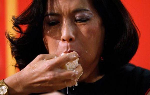 Americano vence torneio ao devorar 225 pastéis de camarão em 8 minutos