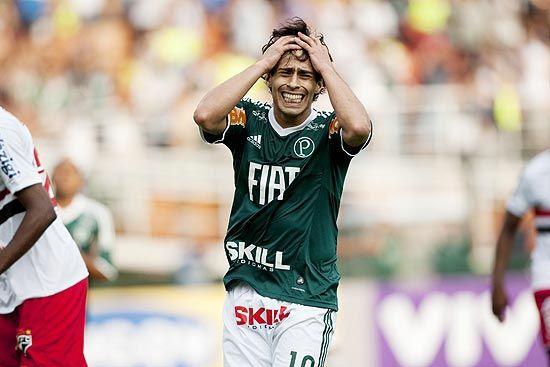 É questão de honra vencer o Corinthians, afirma Valdivia
