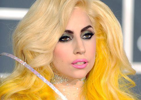 Lady Gaga diz a jornal que gosta de homens