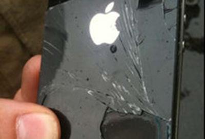 iPhone 4 esquenta e solta fumaça dentro de avião na Austrália, diz empresa de aviação