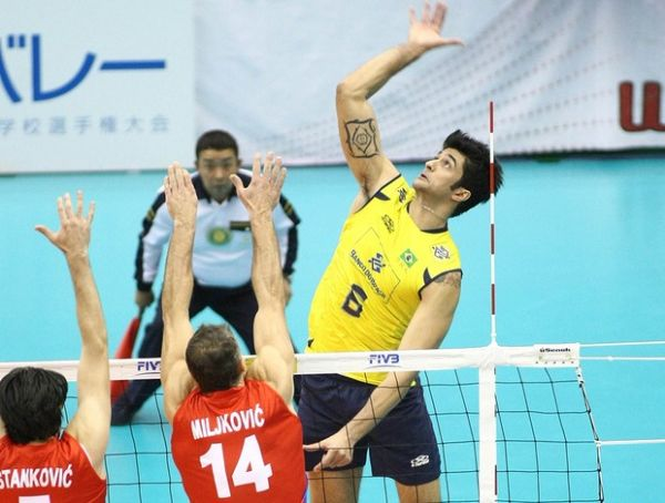 Brasil abusa dos erros, perde para a Sérvia e se enrola na Copa do Mundo
