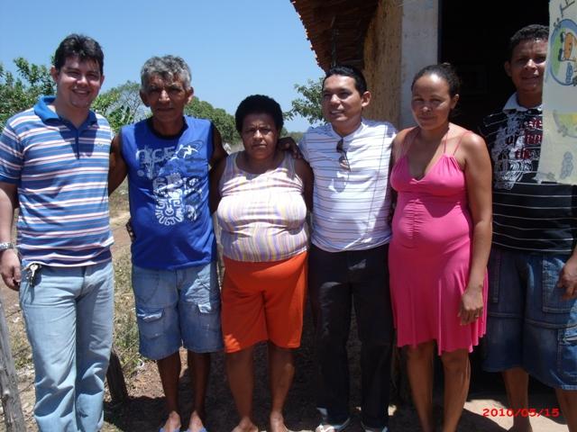Michell Melo e vereador Edcarlos Costa visitam bairro Poço do Governo para denunciar abandono.