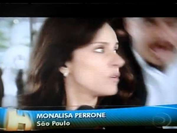 Repórter global Monalisa Perrone diz que levou joelhada ao vivo