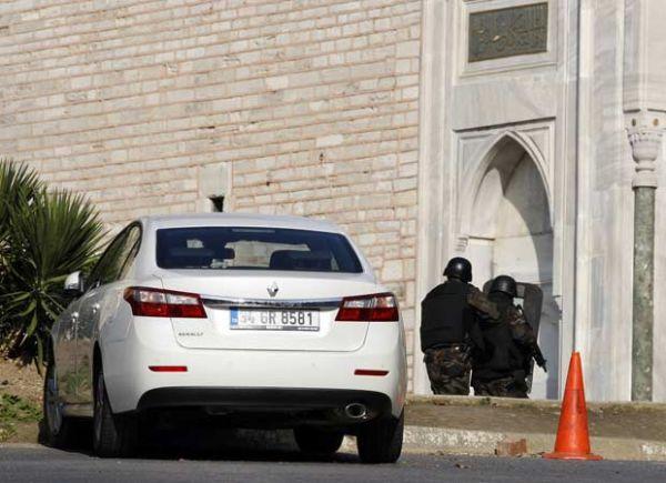 Atirador fere 2 e depois é morto no centro histórico de Istambul