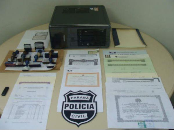 Casal é preso suspeito de vender diplomas falsos por R$ 200