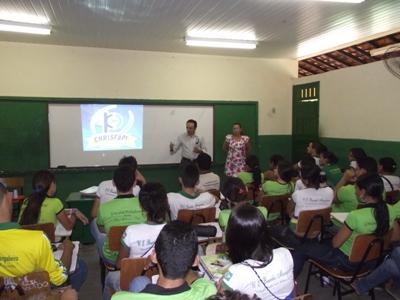 Chrisfapi promove caravana e leva doutores à escolas públicas