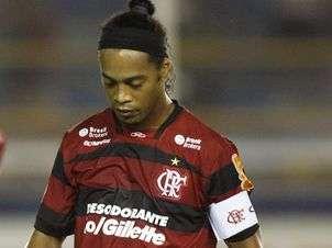 Briga entre Flamengo e Traffic pode até tirar Ronaldinho do time