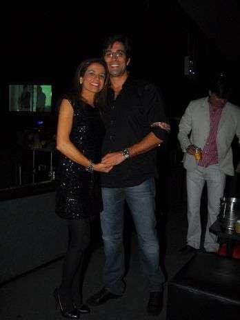 Atriz Nívea Stelmann curte show com seu novo namorado; fotos!