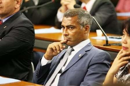 Contra partido, Romário diz querer se candidatar a prefeito em 2012