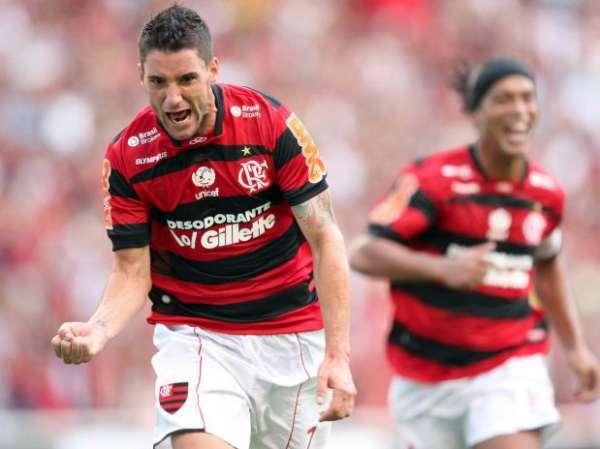 Thiago Neves marca 3, Fla vence e afunda o Cruzeiro na tabela