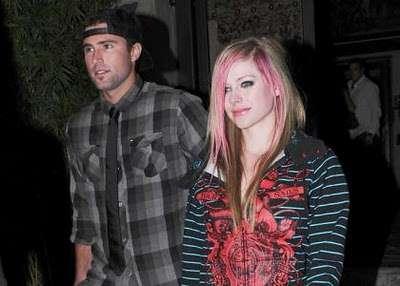 Avril Lavigne e o namorado se envolvem em briga nos EUA