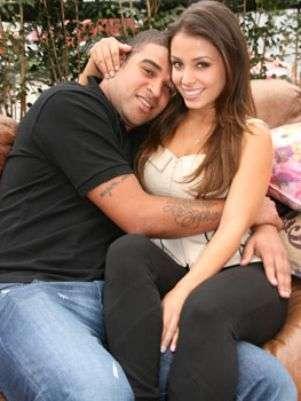 Jornal diz: Ex de jogador Adriano nega ter sido garota de programa