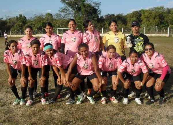 Futsal feminino vence em amistoso