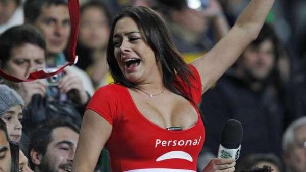 Larissa Riquelme nega estar cansando namorado na concentração