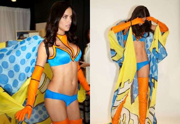 Adriana Lima exibe corpão em bastidores de desfile