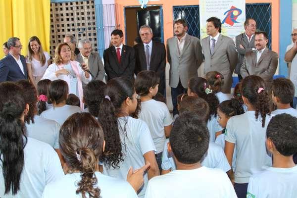 Escola Meio Norte é exemplo para o Brasil, diz ministro Haddad