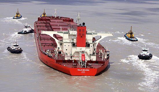 Navio com rachadura pode ser reparado no local, diz empresa