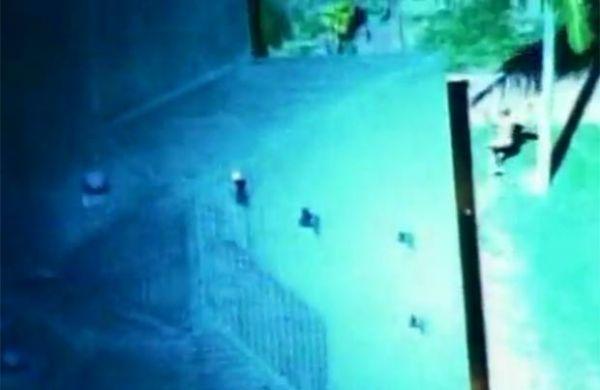 Homem nu é preso após roubar limusine Hummer nos EUA