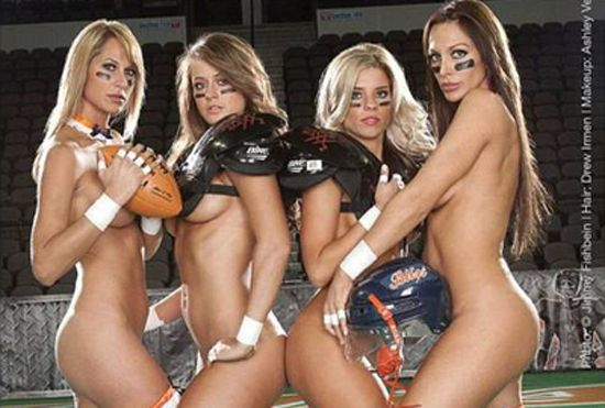 Para protestar, jogadoras da Liga de Futebol de Lingerie posam sem roupa; amplie foto