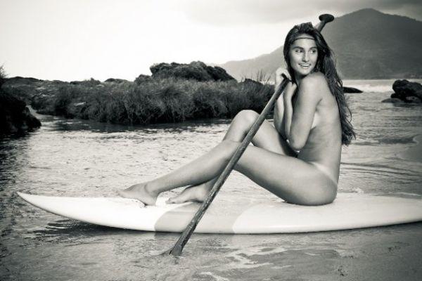 Surfistas brasileiras fazem ensaio sensual para um calendário
