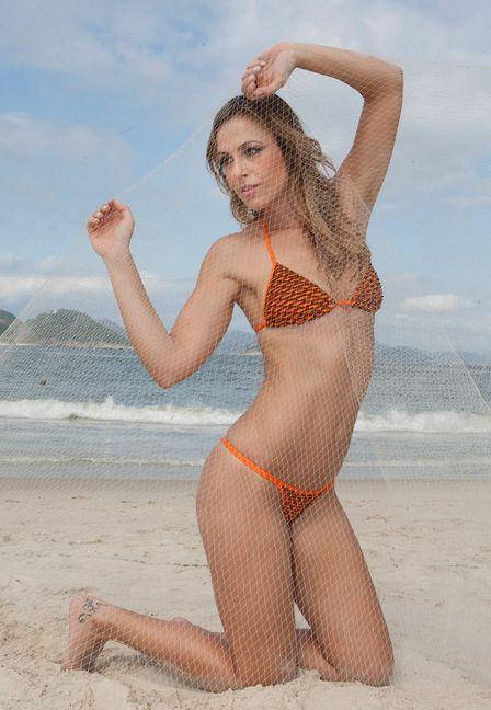 Dublê de Luana Piovani, a modelo Camila Macedo posa de biquíni: ?Sou tranquila. Não gosto de barraco?