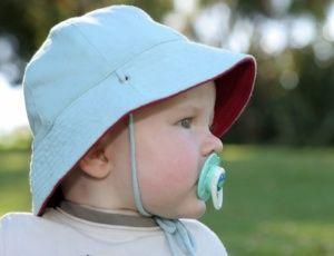 Protetor solar é contraindicado para bebês com menos de seis meses