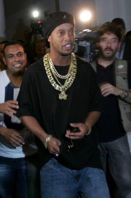 Gostou do cordão do Ronaldinho Gaúcho? É falso!