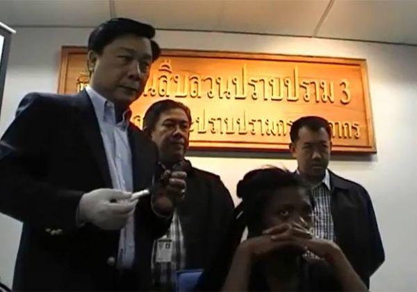 Sul-africana é presa na Tailândia com 1,5 kg de cocaína nos dreadlocks