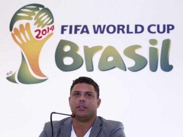 Ex-jogadores do Barcelona, Romário e Ronaldo torcem para o Santos