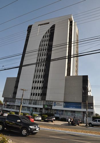Elevador de prédio comercial cai no MA com três pessoas dentro