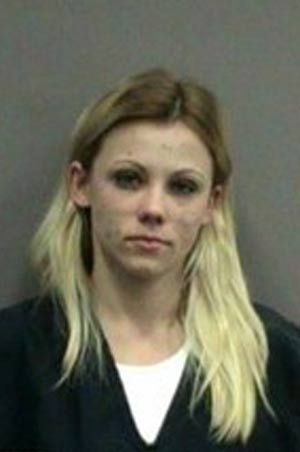 Flagrada com dinheiro falso, garota é presa após mentir 4 vezes para polícia