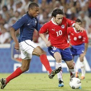 Valdivia e mais 4 são afastados da seleção chilena por 10 partidas por indisciplina