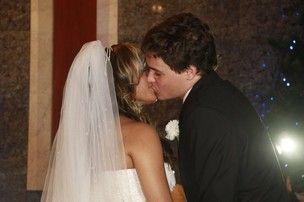 Jornal: Aparecida Petrowky não teria chamado família para seu casamento