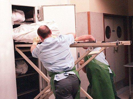 Restos mortais mumificados ficam em necrotério por quase 10 anos