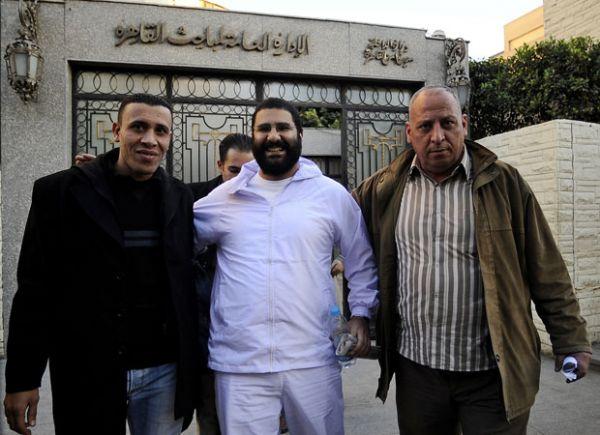 Egito liberta blogueiro acusado de incitar violência durante protesto