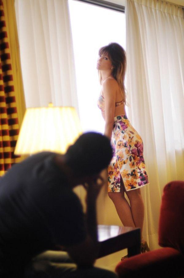 De lingerie, Ellen Jabour mostra sensualidade em fotos