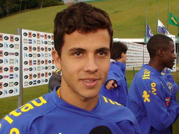 Nilmar volta à Espanha após acertar com um clube brasileiro