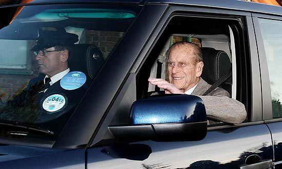 Príncipe Philip recebe alta após quatro noites internado