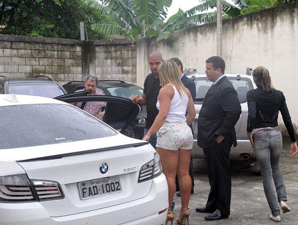 Jovem de 23 anos baleada em carro jogador Adriano confessa ter feito disparo acidentalmente