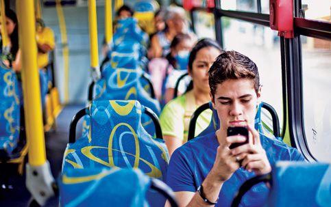 Saiba como economizar no acesso à internet pelo celular durante a viagem