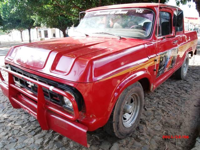 Ótimo carro utilitário à venda na Lagoa de São Francisco-PI: D-10 ano 83.