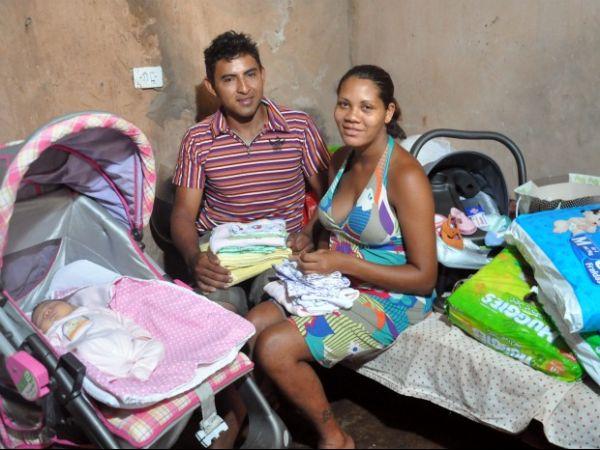 Doméstica conta como fez seu próprio parto e recebe doações