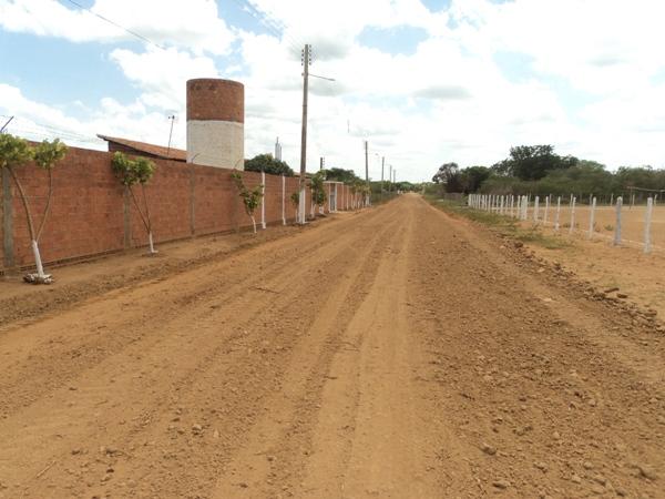 Prefeitura Trabalha no Melhoramento da Rua Ozires Martins no Bairro Novo Horizonte