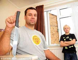 Pai protege videogames de filhos de ladrão armado