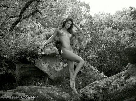 Veja novas fotos de Kate Moss e Isabeli Fontana nuas em calendário