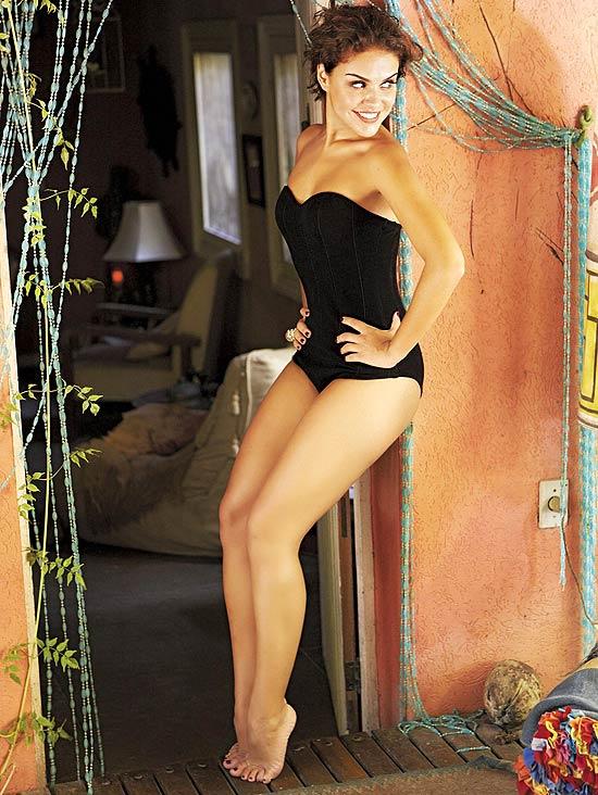 A atriz Paloma Bernardi em ensaio sensual e a ex-BBB Adriana nua na VIP