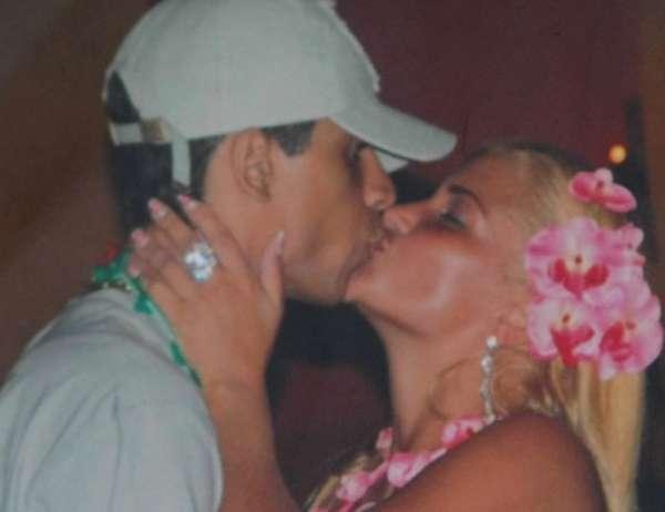 """""""Xerifa"""" da Rocinha : Mulher de traficante Neném  coloca silicone nos seios com dinheiro do trafico."""