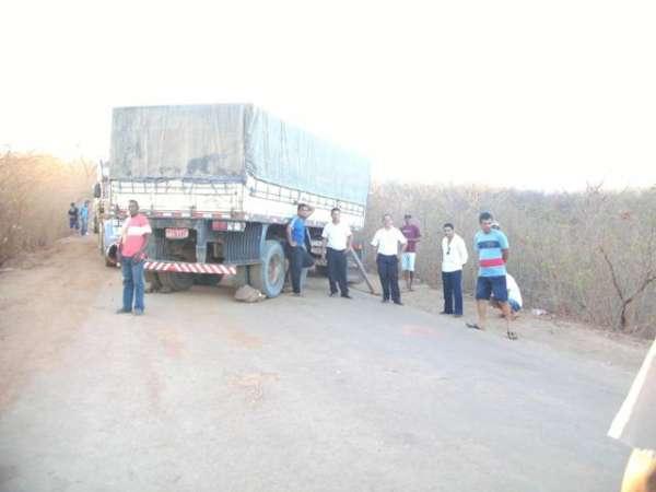 Mais uma vez a estrada de Canto do Buriti a Itaueira foi interditada